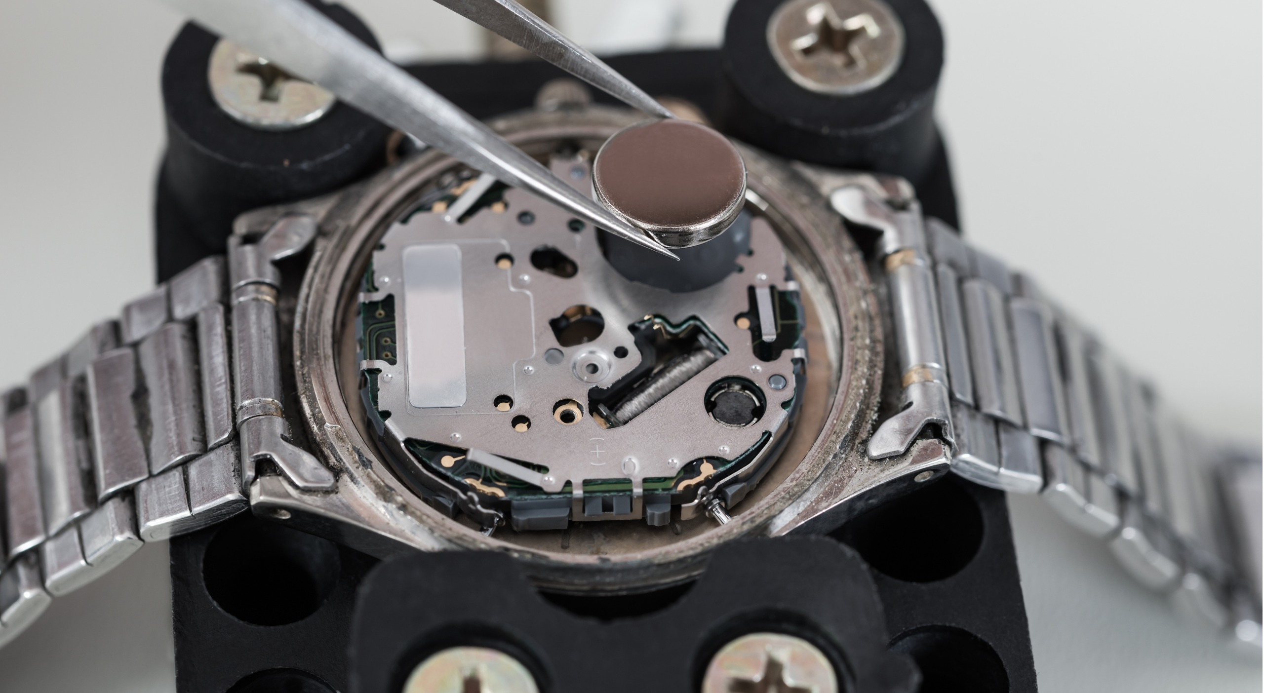 Where To Get Your Watch Battery Replaced: Should You Do It Yourself?